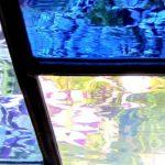Een afbeelding van een gekleurd modern glas-in-loodraam gemaakt voor interieurdecoraties | door glasatelier ruud harberts.