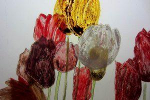 De kunst van brandschilderen: tulpen.