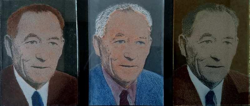 Een afbeelding van accessoires van glasatelier ruud harberts: drie gelaserde foto's die met brandschilderen zijn ingekleurd